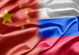 中国とロシアの国旗