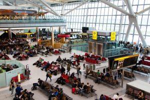 混雑しているヒースロー空港