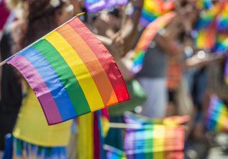 LGBTの旗とプライドパレード