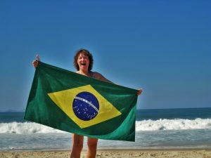 ブラジル国旗を持つ女性