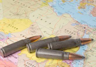 アフリカの地図と銃弾