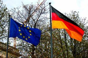 欧州連合とドイツの旗