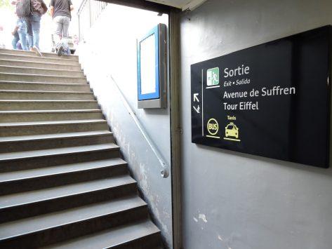 エッフェル塔へのメトロからのアクセス