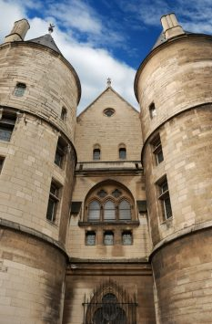 entrance of Conciergerie in paris
