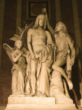 a stone statue of Eglise du la Madeleine in paris