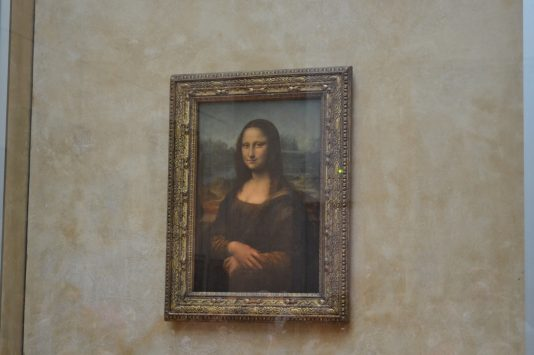 ルーブル美術館の有名絵画モナリザ