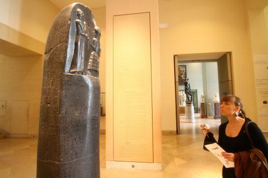 ルーブル美術館のハンムラビ法典