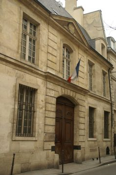 exterior of MUSEE COGNACQ-JAY,paris