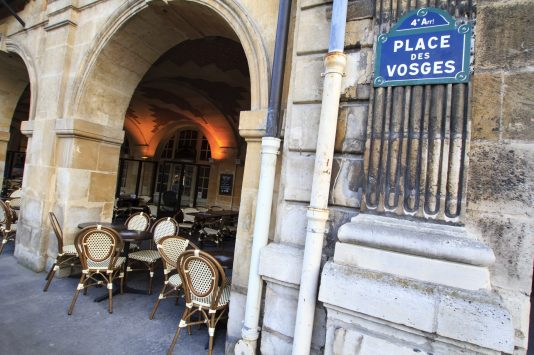 restaurant in Place des Vosges in paris