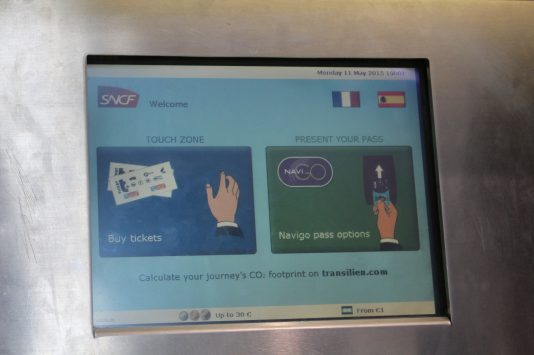 First screen of ticket‐vending machine of RER train, Paris