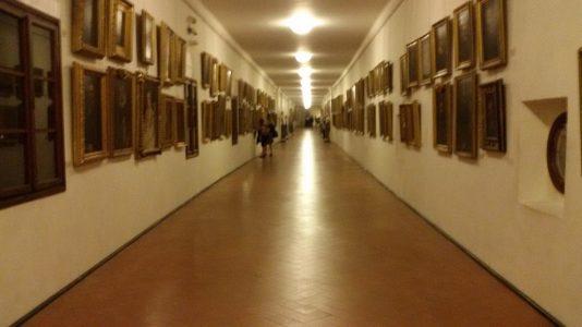 ヴェッキオ橋2階にあるヴァザーリの回廊