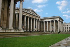 大英博物館の外観と入口