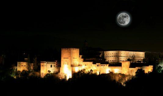 アルハンブラ宮殿のライトアップ