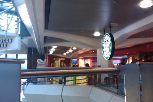 テーゲル空港のカフェ