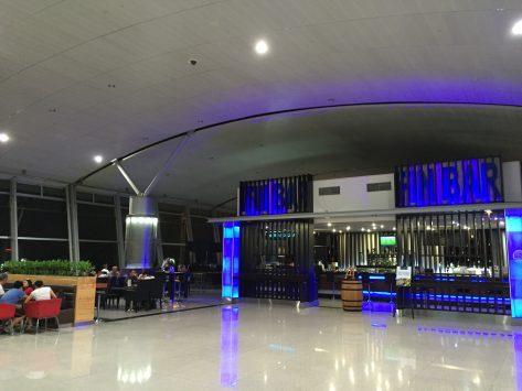 タンソンニャット空港内の免税店や飲食店