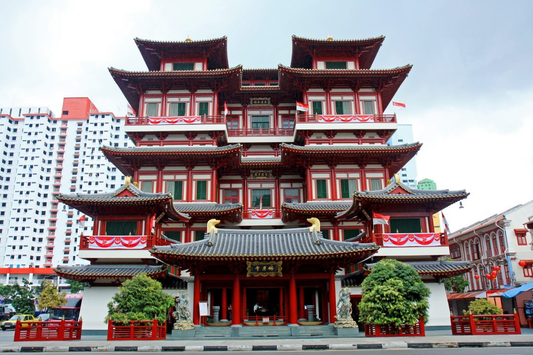http://www.howtravel.com/wp-content/uploads/2015/10/slick_Buddha-Tooth-Relic-Temple-and-Museum-1080x720.jpg