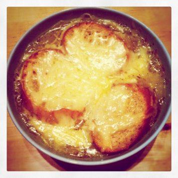 オニオングラタンスープ(Soupe à L'oignon)