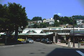 旅のポイントとなる熱海駅
