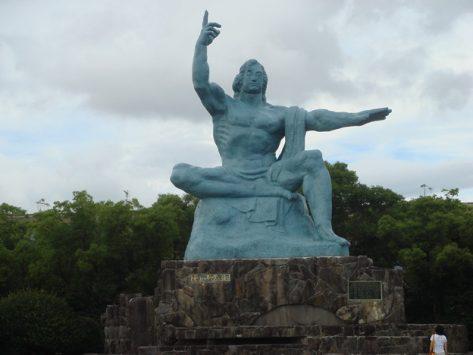 長崎のシンボルである平和祈念像