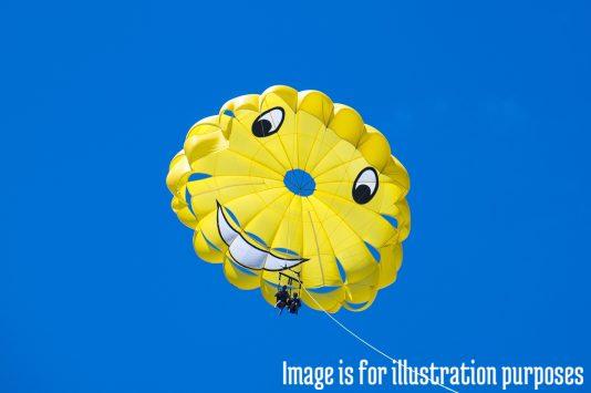 haw-parasailing