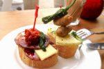 スモーブローとは、デンマークの伝統的なオープンサンドイッチ