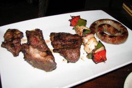 キューバを代表するメイン料理の一つプエルコアサードは豚の炭火焼のこと