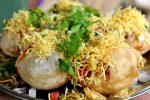 ムンバイのビーチの屋台やレストランなどで食べられるサブプーリー