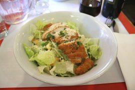 ニューヨークで前菜としてよく出されるシーザーサラダ
