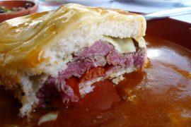 フランセジーニャは、ポルトの郷土料理