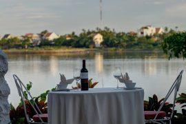 ダオ・ティエン・リバー・レストランと川