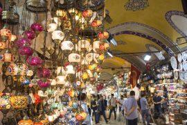 イスタンブールの屋内市場であるグランドバザール