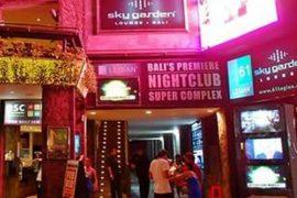 ナイトクラブのスカイガーデンの夜の外観