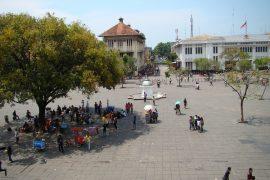 ファタヒラ広場の人々