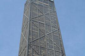 高くそびえるジョン ハンコック センター