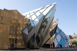 ロイヤル オンタリオ博物館のクリスタルデザイン