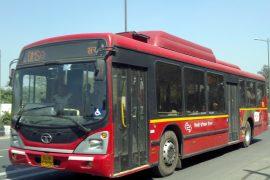 デリーの市バスの外観(ACバス)