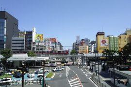 昼の川崎駅前