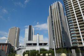 目黒駅と高層マンション